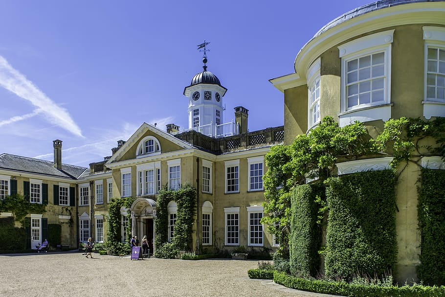 An Edwardian style country house - royal design