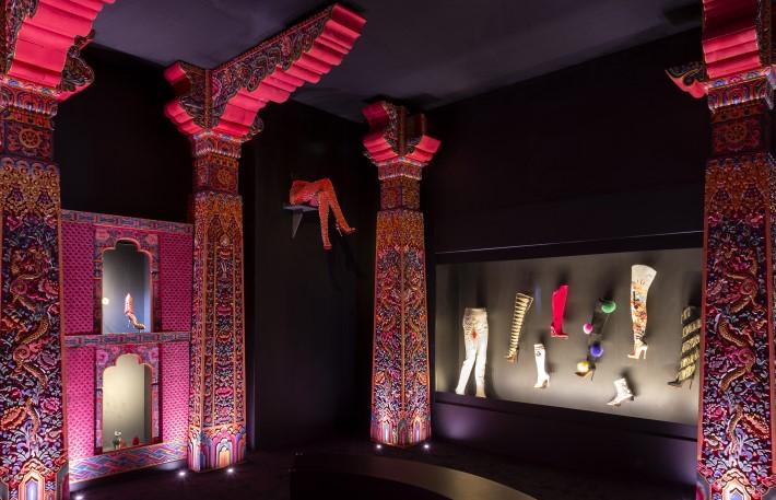 L'Exhibitioniste Bhutanese Theatre - Dior exhibit Palais de la Porte Dorée