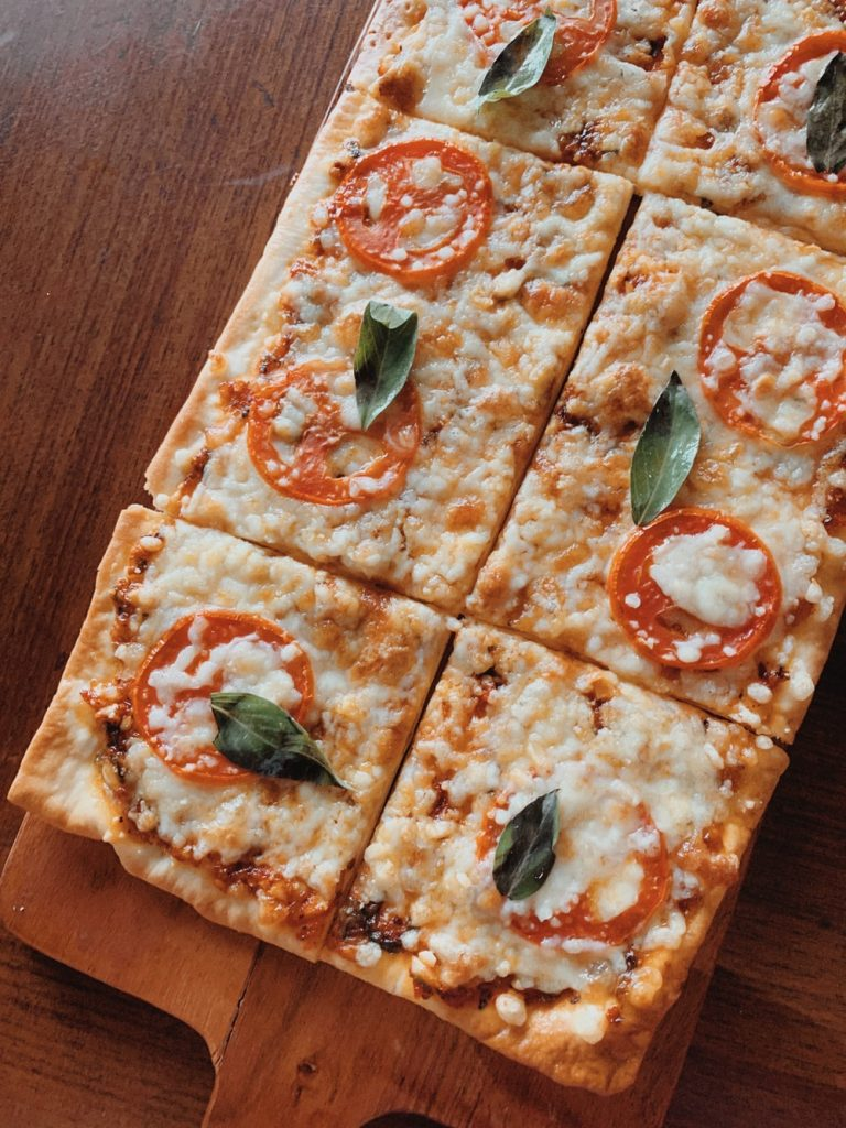 summer dinner ideas: grilled pizza