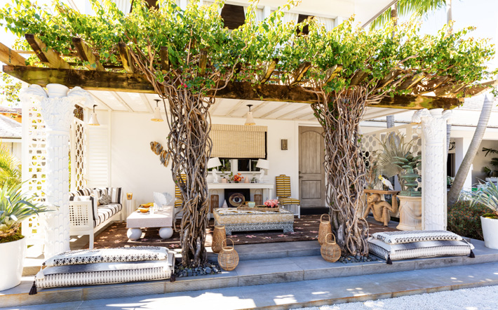 Dining terrace designed by Colette van den Thillart for the Kips Bay Decorator Show House Palm Beach 2020 (Photo © Nickolas Sargent Photography)