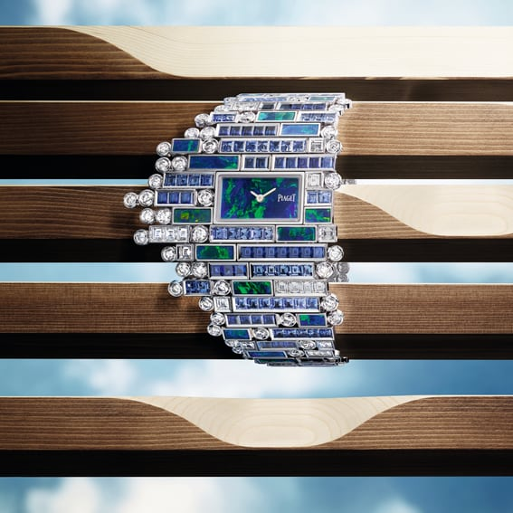 Discover the exquisite Secret Cenote cuff Watch, made out of a baguette-cut blue sapphires and brilliant-cut diamonds.