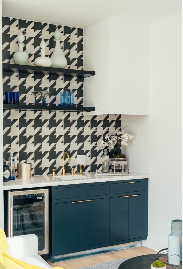 black and white hounds-tooth check tile with teal cabinet kitchen by inhance interiors