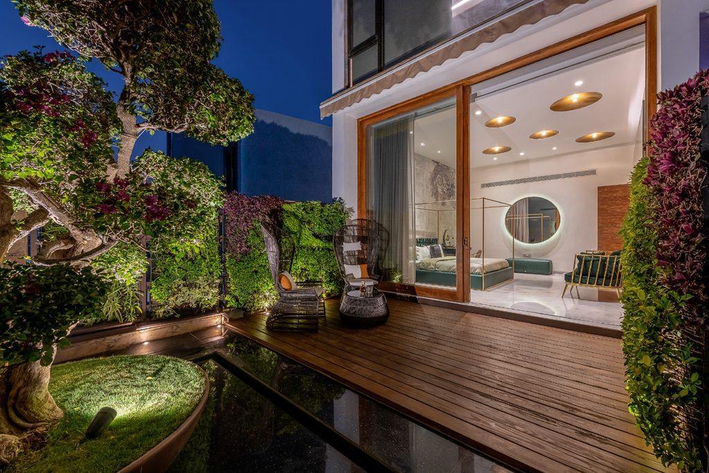 jacuzzi terrace off master bedroom