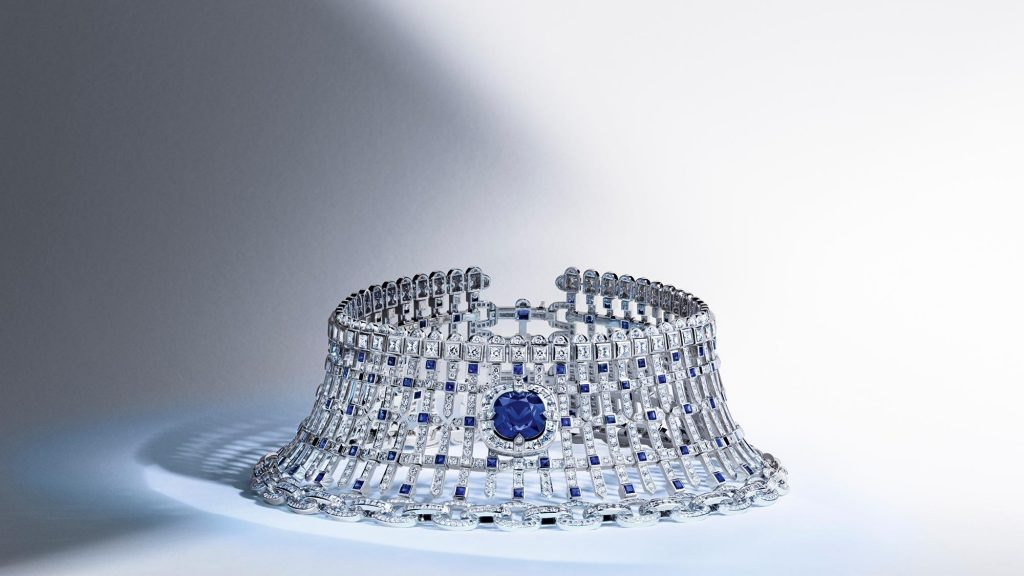 Necklace in white gold, center sapphire for 19.31 carats, sapphires for 16.96 carats and diamonds for 58.71 carats, Riders of the Knights collection, Louis Vuitton.