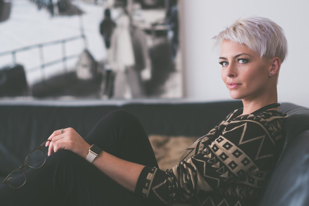 blonde pixie cut haircut - photo by jens lindner unsplash