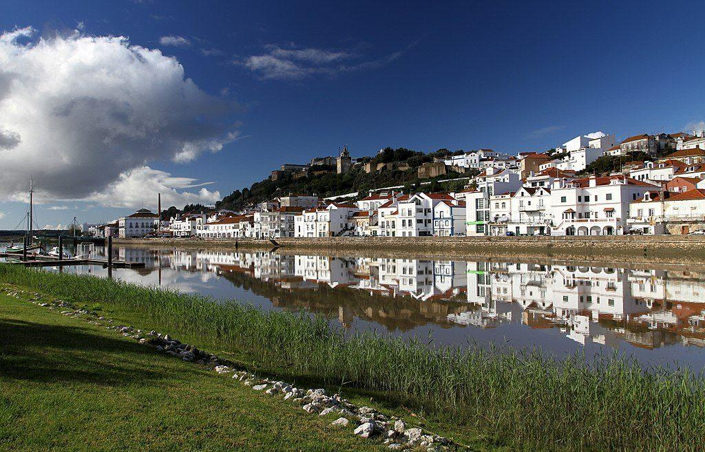 Alcácer do Sal, along the Sado River, showing the Reconquista Moorish Castle, Photo by Joaomartinho63 | Wikimedia