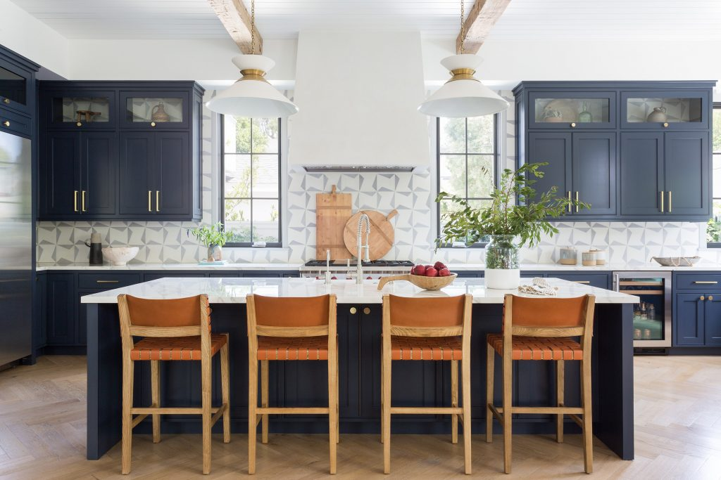 kitchen Design with dark cabinets by Kate Lester Interiors. Photo by Amy Bartlam.