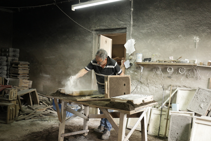 A Portuguese master craftsman using the ancient sand casting technique to create a KOKET design