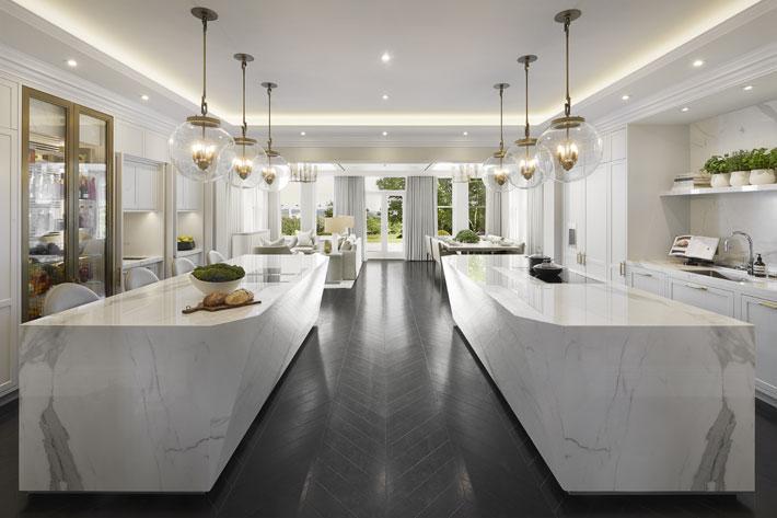 Laura Hammett Luxury Open Space Kitchen Design Ideas White Marble Brass Fixtures