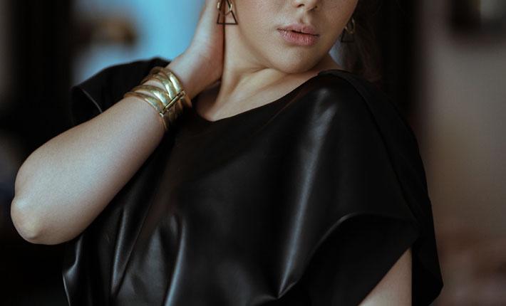 best holiday dresses beautiful woman wearing a black dress