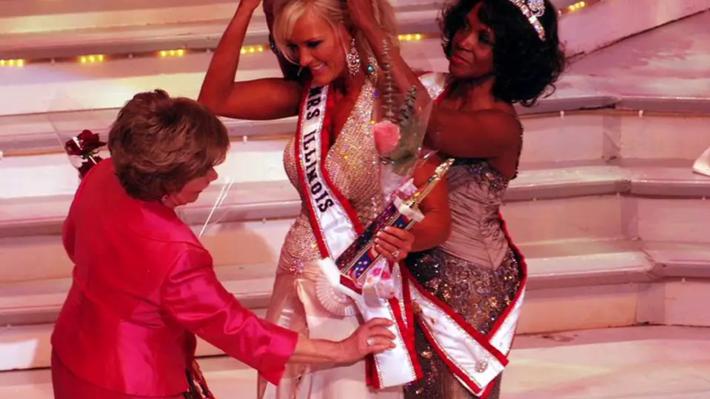 beauty pageants - beauty queen Lisa Anderson (Sonnenberg). Former Mrs. Illinois, America 2012