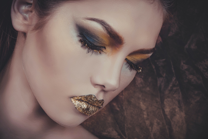 Glam things up with glitter for a classic artistic and luxurious look. (Photo by Sindy Strife)