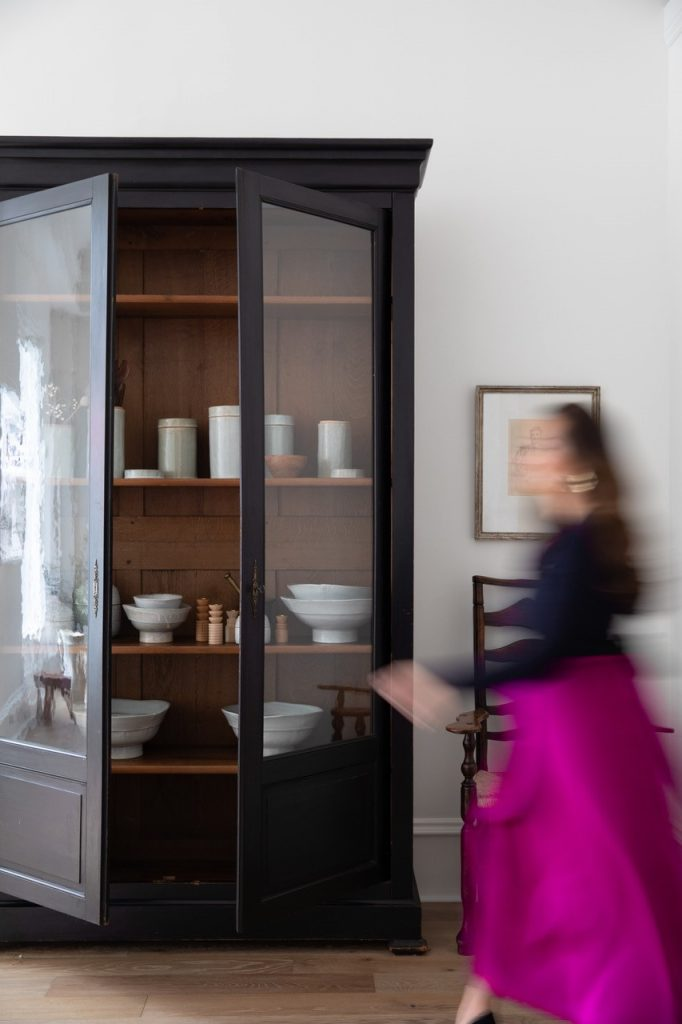 bess friday best interior photographers designer Tracy Simmons in one of her interiors