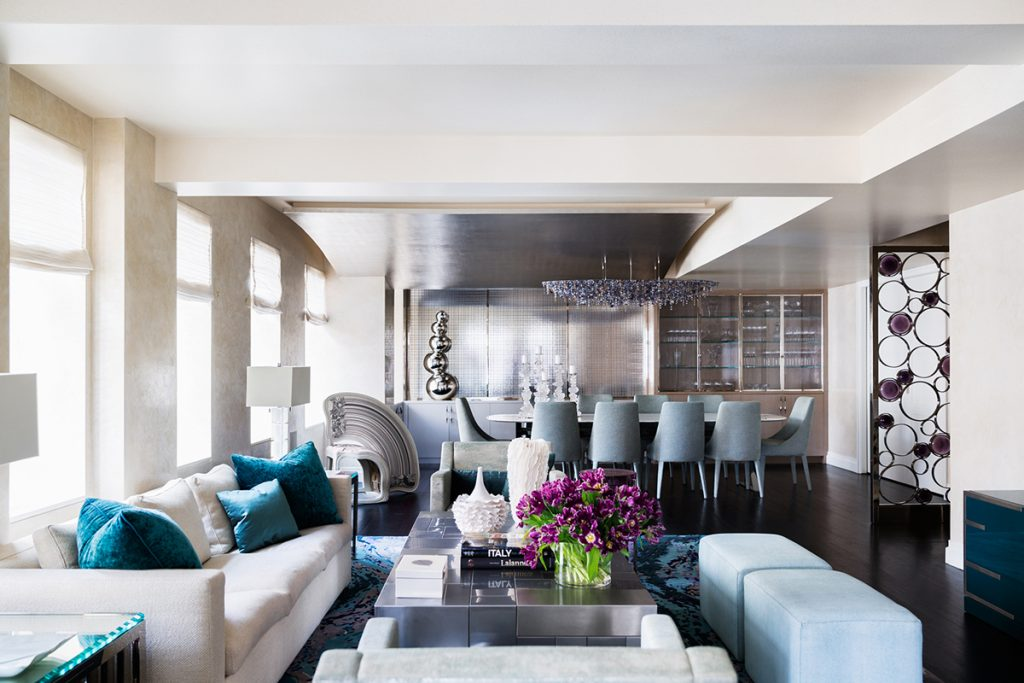 Interior design blue and white luxury living room open plan by Drake/Anderson