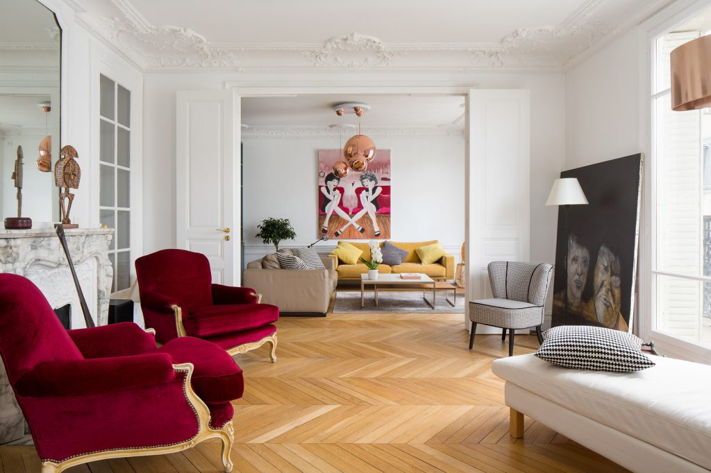eclectic transitional living room design Photo by Ercole Salinaro art