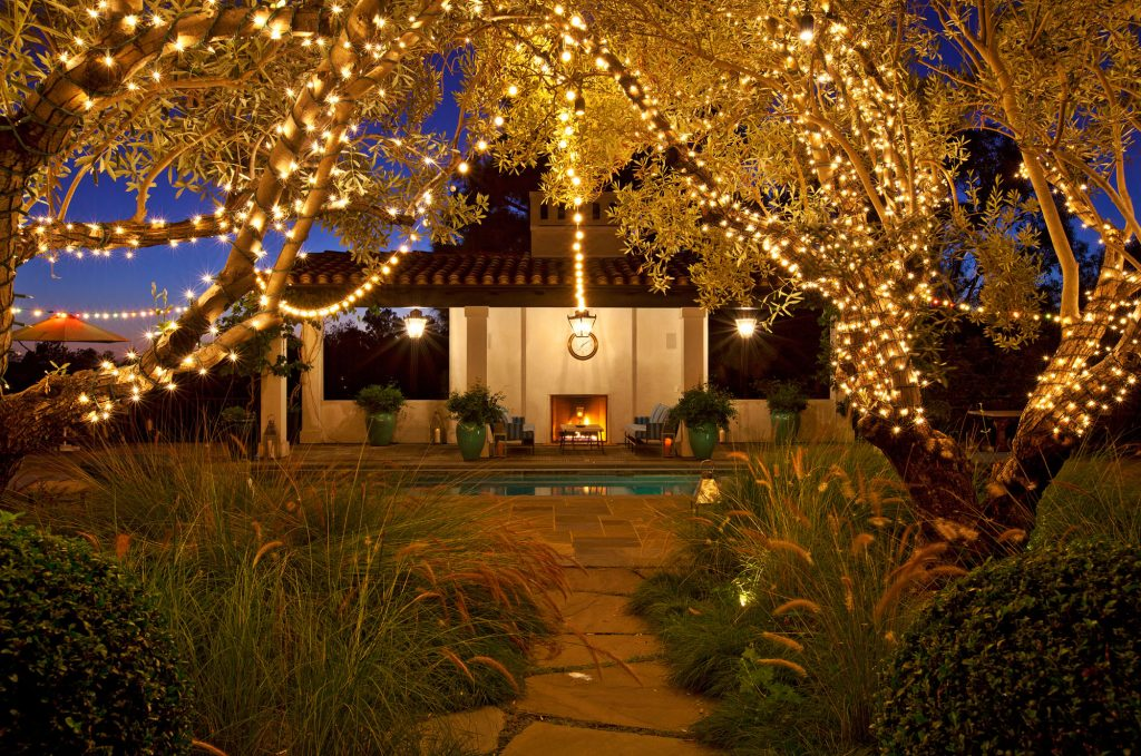 backyard design ideas sting lights outdoor party ideas Photo by @quintamathambu
