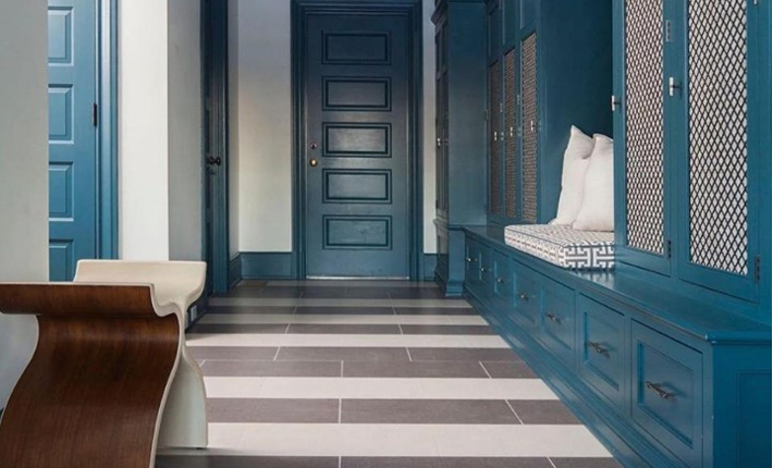 sb long interiors teal blue mudroom koket bolvardi bench