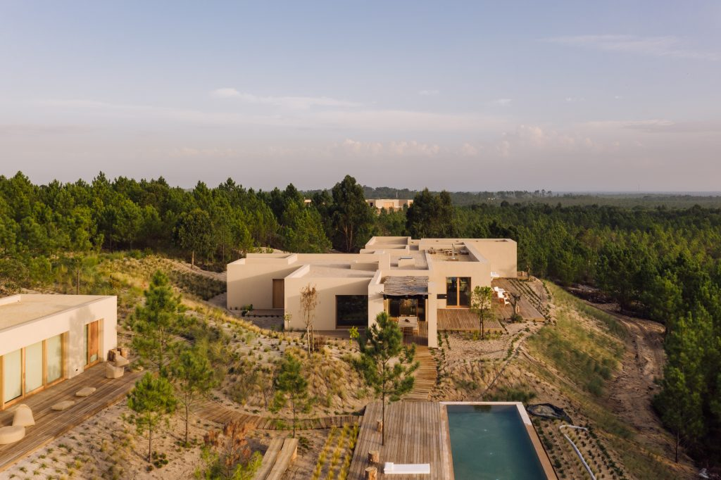 A residence at Melides Art designed by Esteva i Esteva - masterplan by Miguel Cavhalo