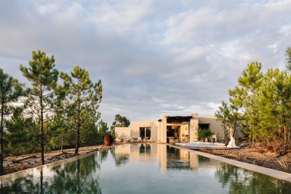 melides art residence designed by esteva i esteva envisioned by miguel cavhalo in alentejo portugal architecture that blends with nature
