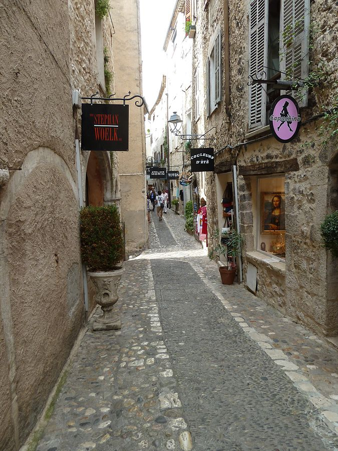 St. Paul de Vence narrow street (Photo Wiki Commons)