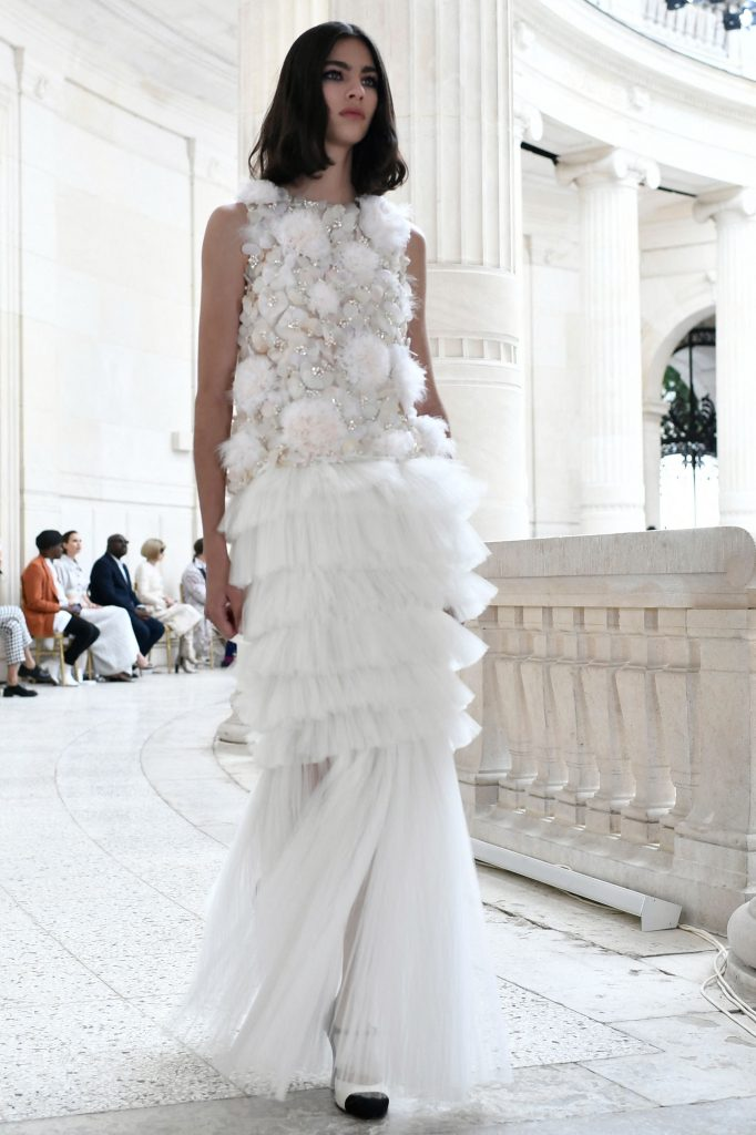 haute couture 2021/2022 fall-winter chanel white gown