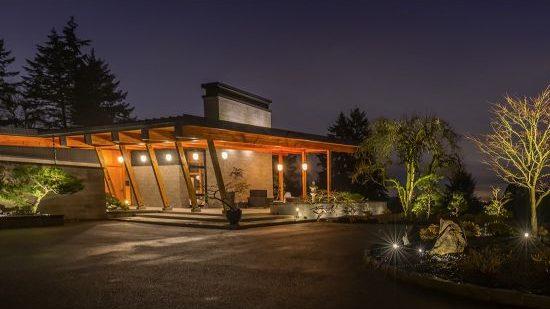Luxury lighting trends 2021 Landscape Lighting In Seattle Washington outdoor lighting