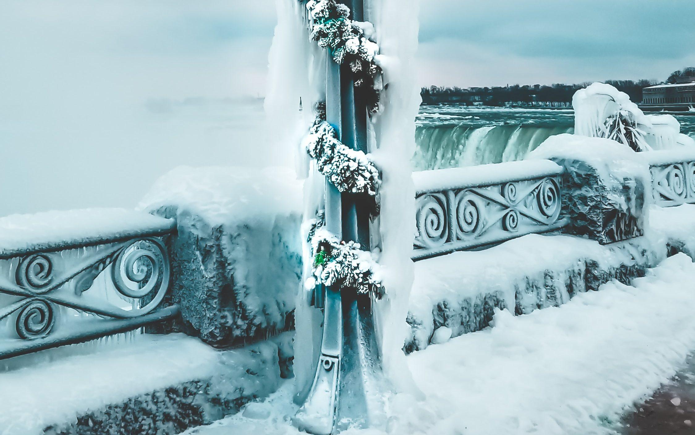 Niagra Falls in winter (Photo by Ravi Patel / Unsplash)