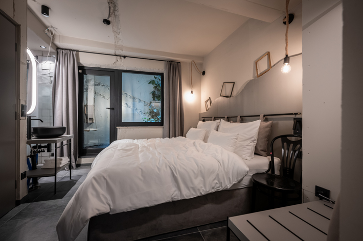 Besenkammer Suite weisses kreuz tiniest luxury hotel rooms