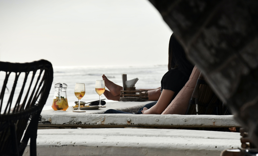 are you ready to date again couple ocean date philipp meiners unsplash