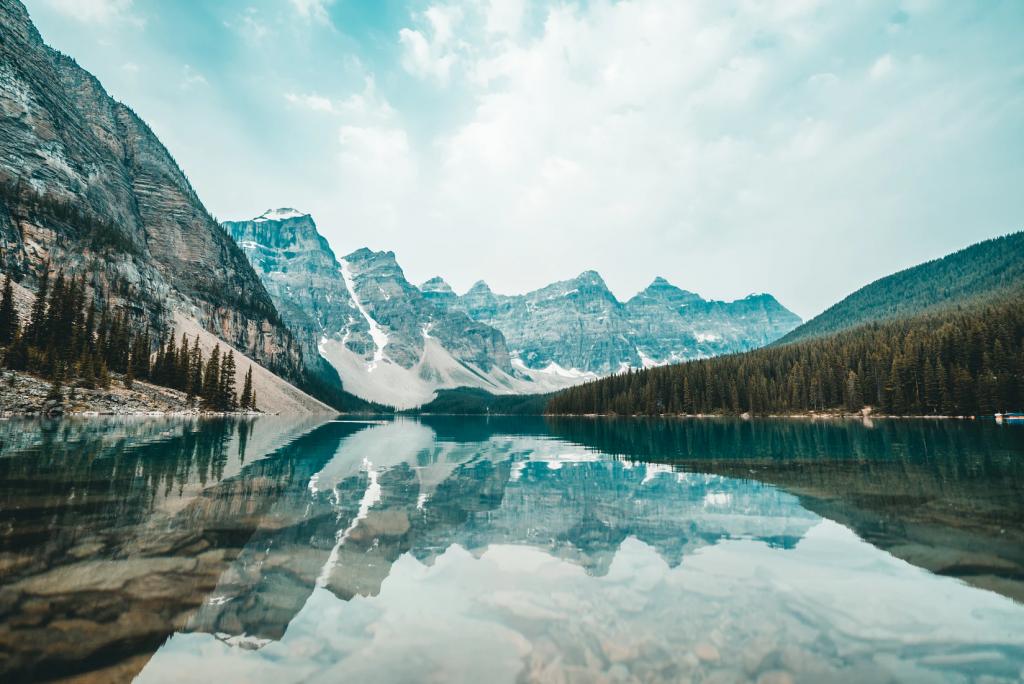 Moraine Lake, Canada (Photo by Redd)