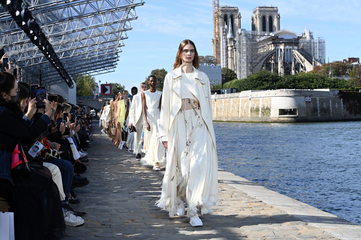 Chloe Runway Paris Fashion Week Spring/Summer 2022 show on September 30, 2021. (Photo by Pascal Le Segretain/Getty Images)