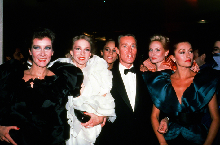 Designer Halston with models in New York city circa 1981 (Photo by Sonia Moskowitz/IMAGES/Getty Images)